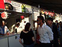 日本祭り、郷土色ブースを回る