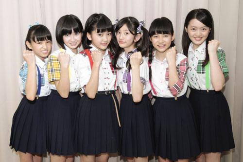 写真左から星野蒼良、春乃きいな、上田理子、瀬田さくら、西垣有彩、希山愛