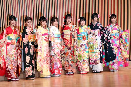 AKB48 (写真左から、蒲地志奈、大竹ひとみ、春本ゆき、市川愛美、大盛真歩、多田京加、岡田梨奈、吉橋柚花)