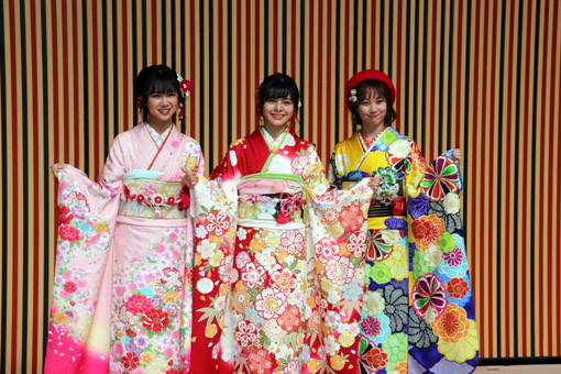 NGT48 (写真左から、真下華穂、本間日陽、山田野絵)